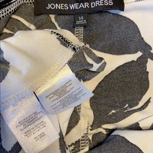 Jones Wear Dresses - Jones Wear V-neck White & Black Dress